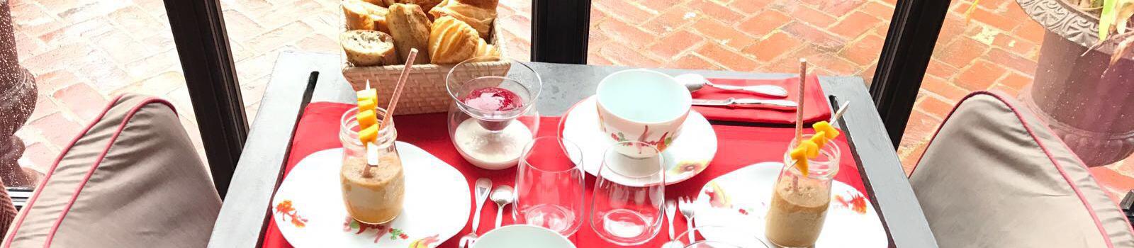 http://www.leclosdegrace.com/wp-content/uploads/2017/04/petit-déjeuner-smoothie-closdegrace.jpg